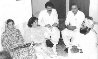 Molana-Fazal-ur-Rehman-with-Benazir-Bhutto