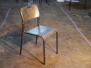 Mesas y sillas en metal de estilo industrial en hierro y madera envejecida novedades retro - Sillas hosteleria barcelona ...