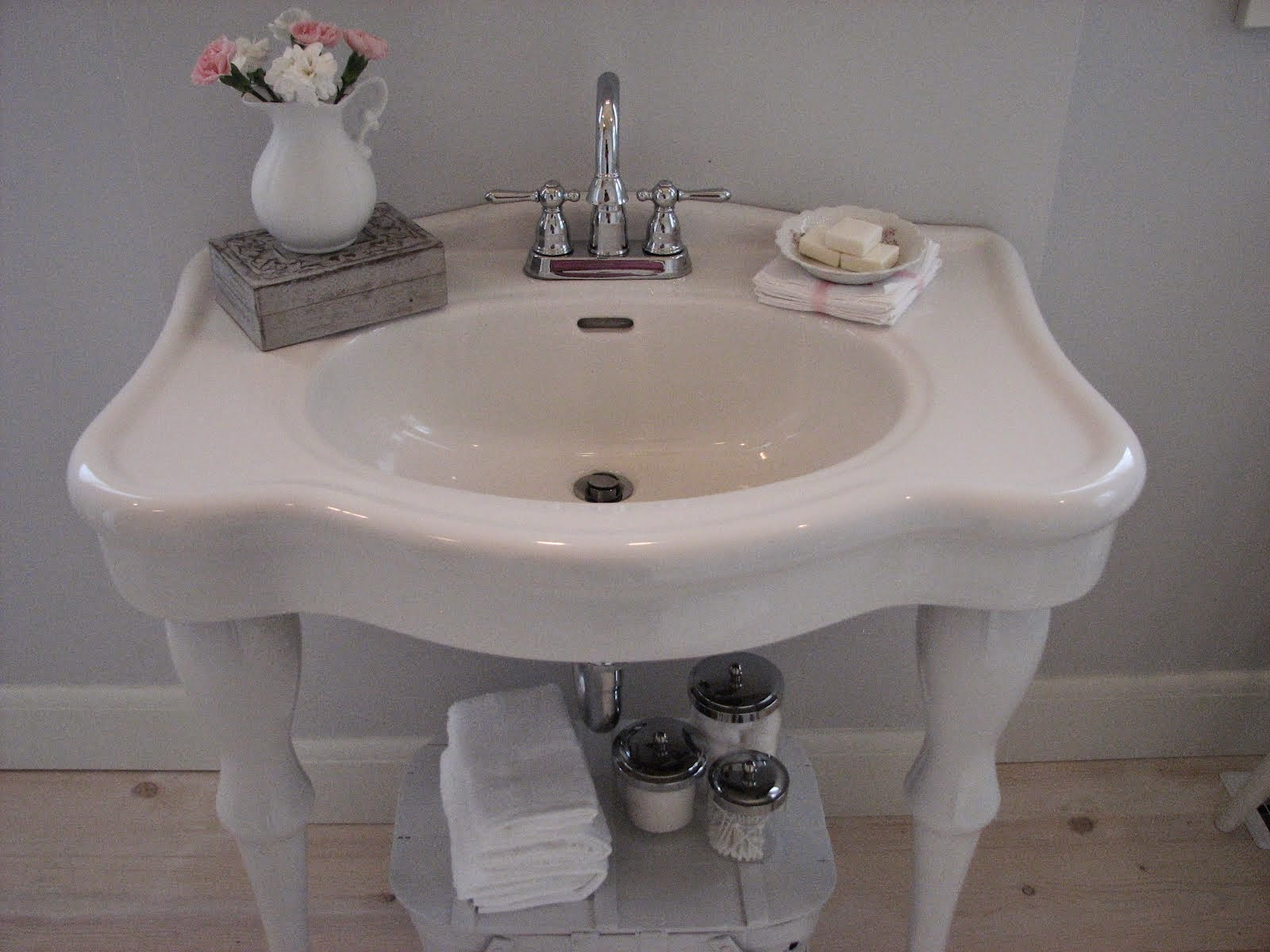 old fashioned bathroom sinks | My Web Value