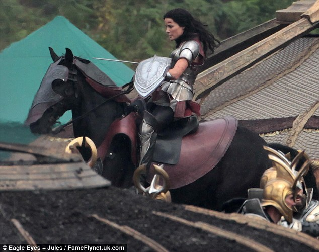 Jaimie Alexander como Lady Sif  en el rodaje de Thor: The Dark World,