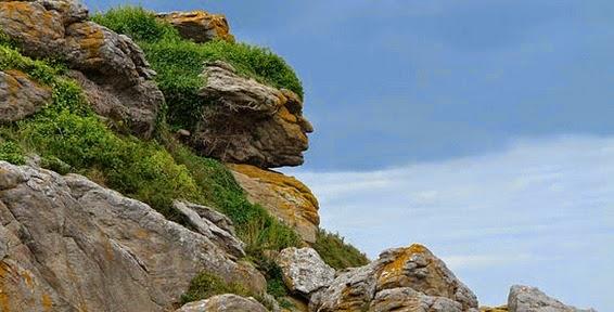 Pareidolia Tebing Batu Berbentuk Kepala Manusia