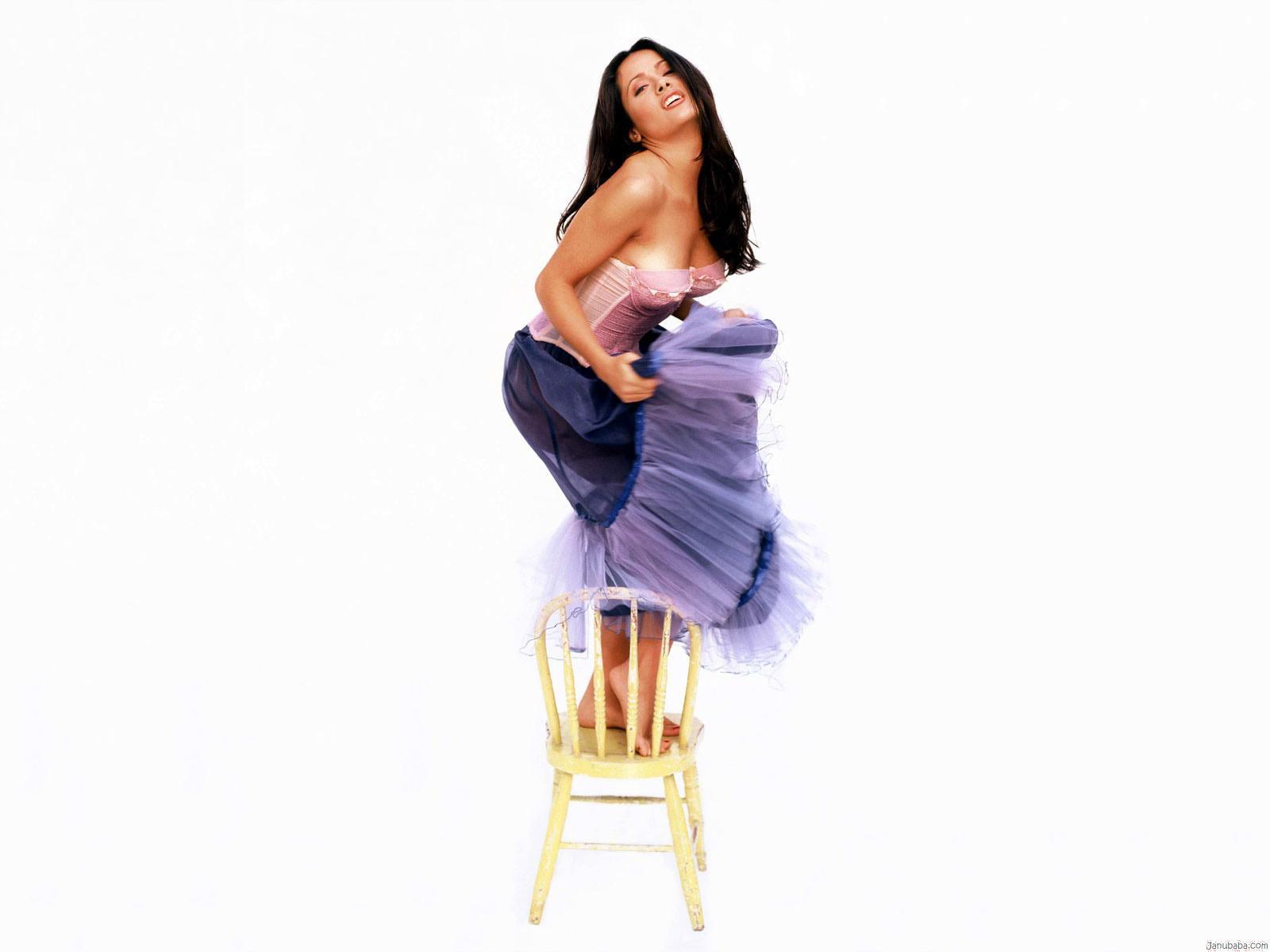 http://2.bp.blogspot.com/-jsu-9dvA7Es/UFMoRWaV_hI/AAAAAAAABZs/H81cc-NFWUM/s1600/salma+hayek+wallpaper+015.jpg