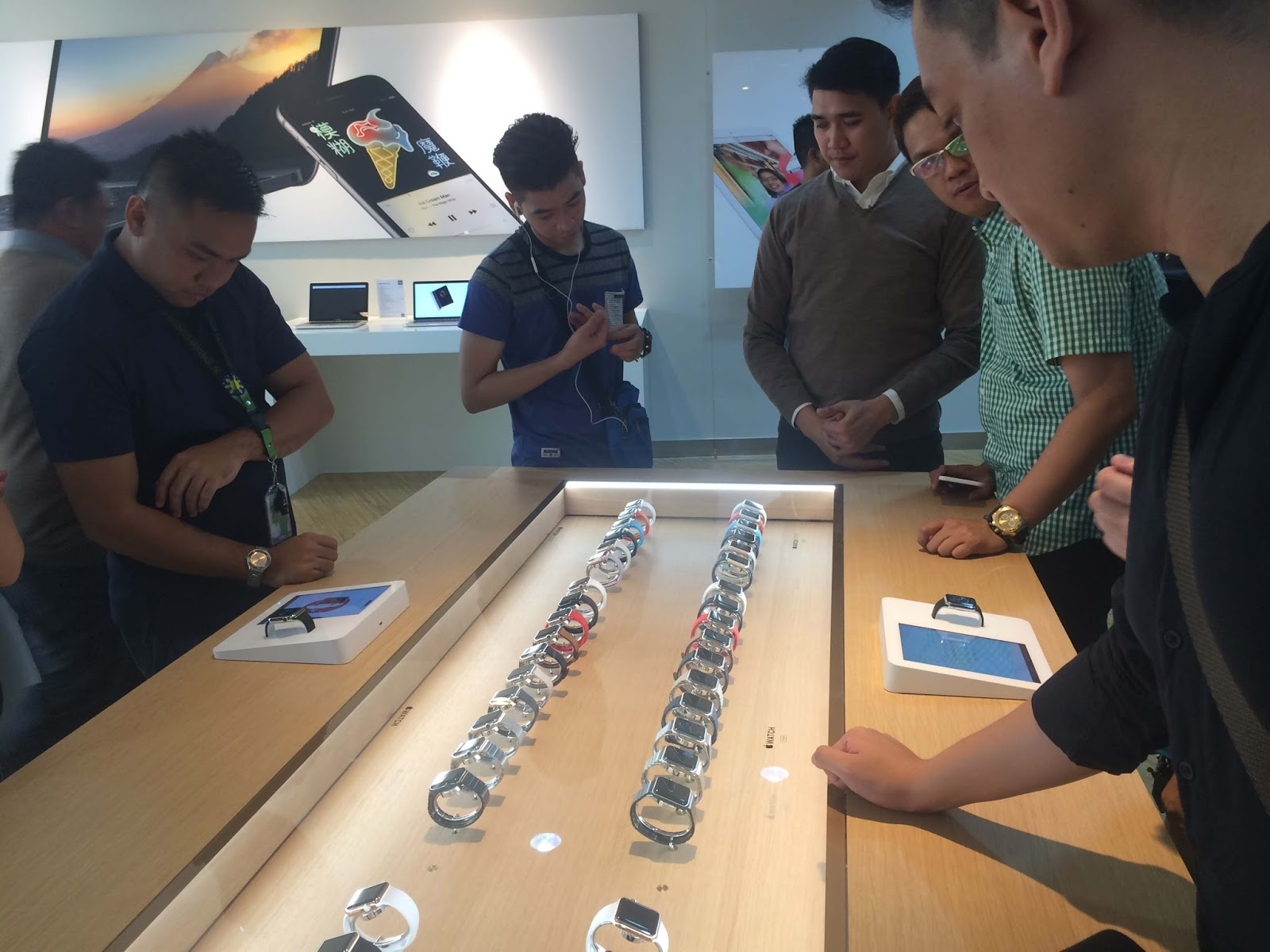 Power Mac Center launches Apple Watch in the Philippines