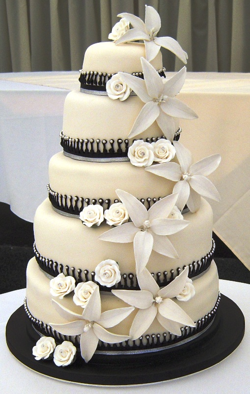 I 39m kind of think about have white and black as the colors for my wedding