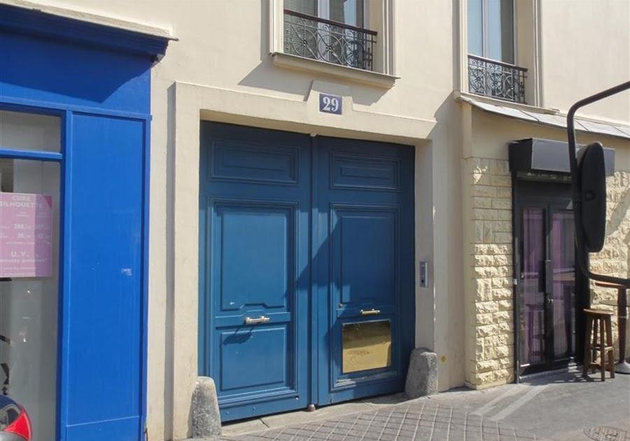 paris bise art le passage au porche bleu rue de reuilly. Black Bedroom Furniture Sets. Home Design Ideas