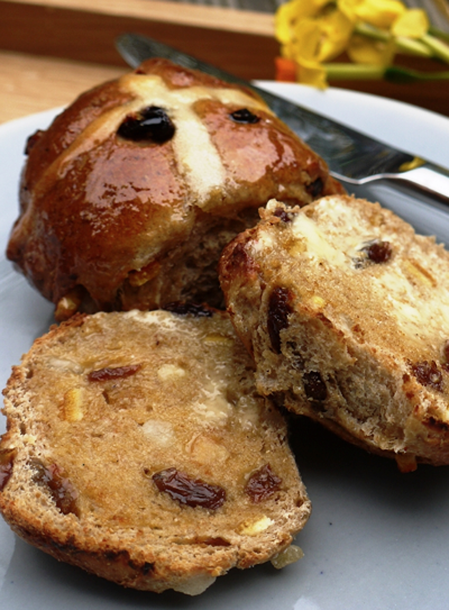 Scrumpdillyicious: Easter Hot Cross Buns