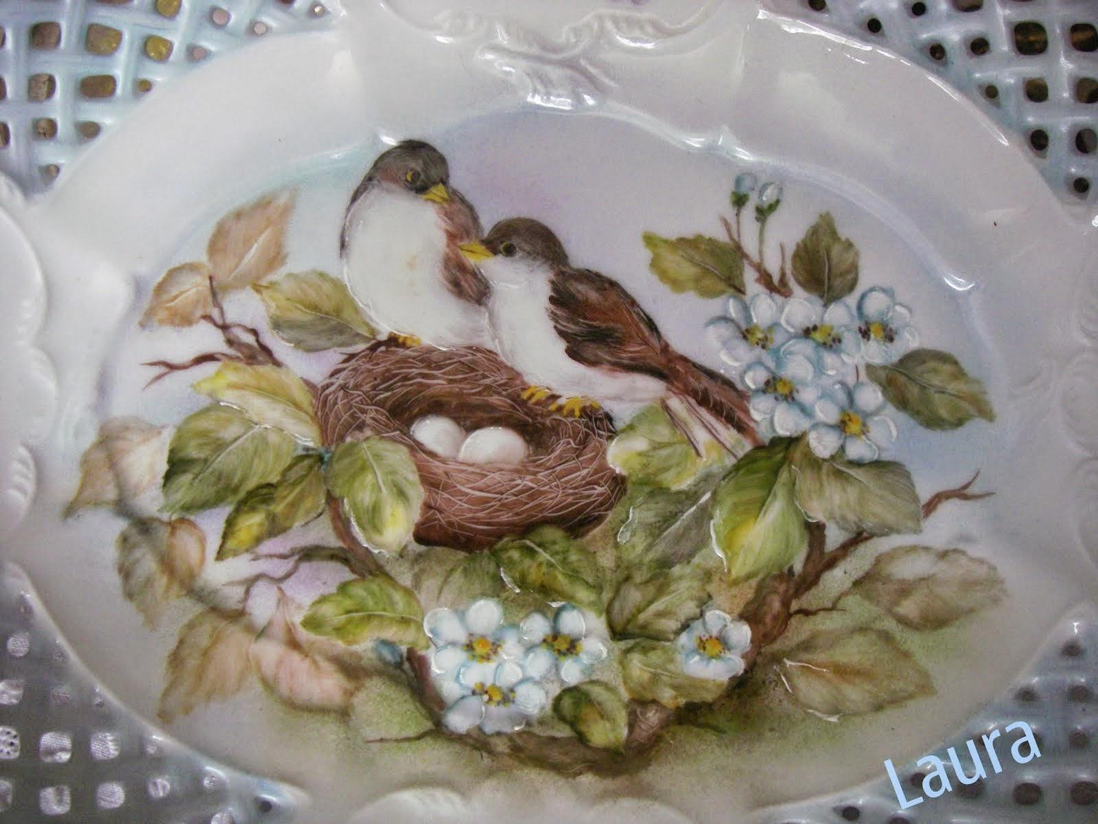 Uccellini nel nido, dipinti su porcellana