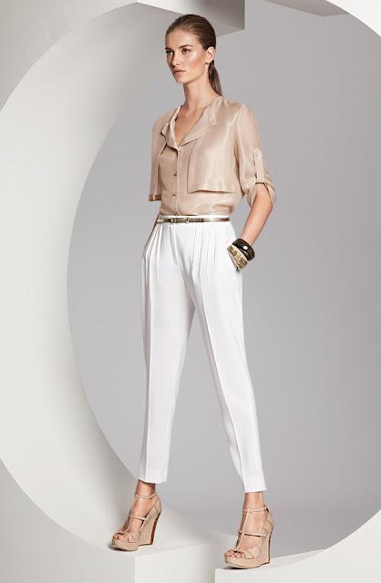 escada saten bluz, beyaz kumaş pantolon