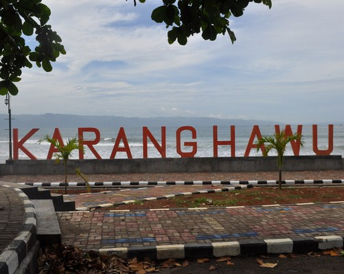Pantai Karang Haru