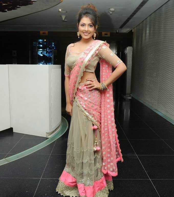 Madhu Shalini In Netted Half Saree