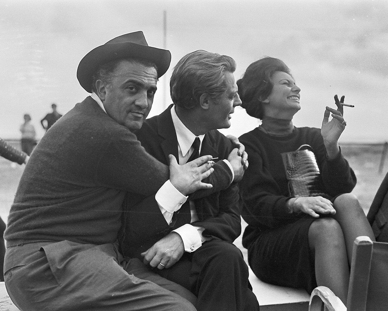 http://2.bp.blogspot.com/-juQ_DueU6UY/UOEFWTjyzPI/AAAAAAAADWA/SWuPCsLotLo/s1600/Federico-Fellini-Marcello-Mastroianni-and-Sophia-Loren.jpeg
