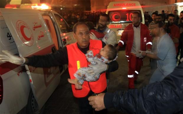 Bebê palestino ferido por ataque áereo israelense