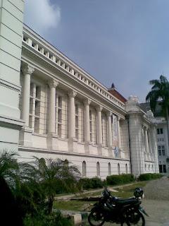 halaman depan museum bank indonesia
