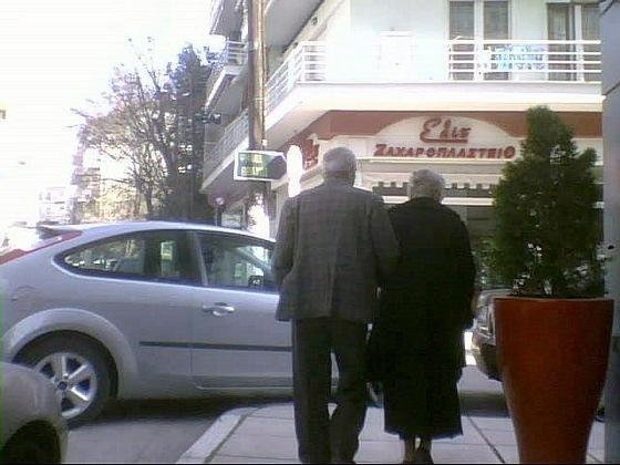 Άντε να περάσει ο παππούς και η γιαγιά