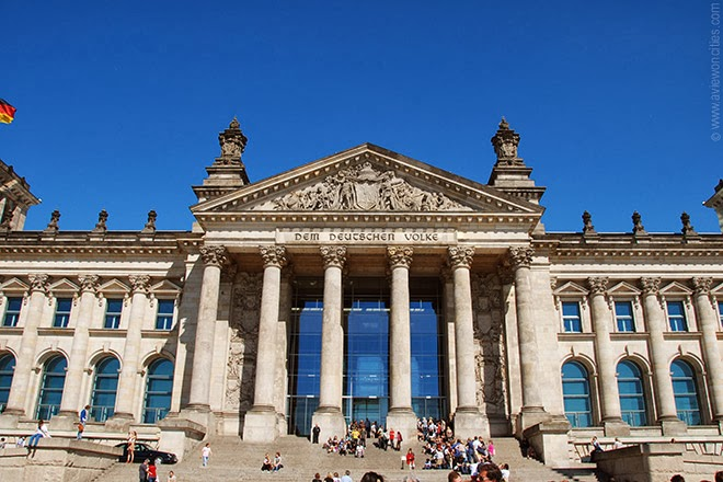 Front-view-the-Reichstag-Building