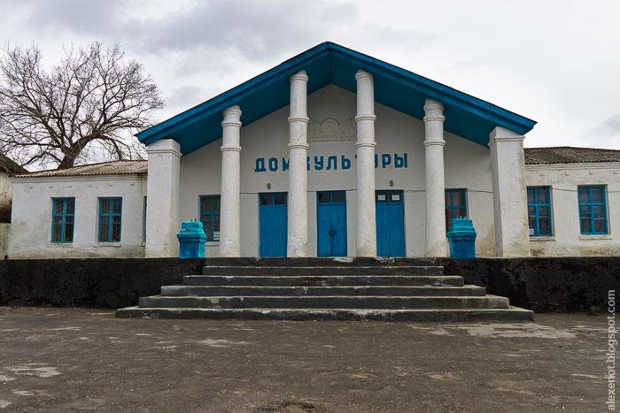 Дом культуры станицы Краснодонецкой. Монументальное сооружение