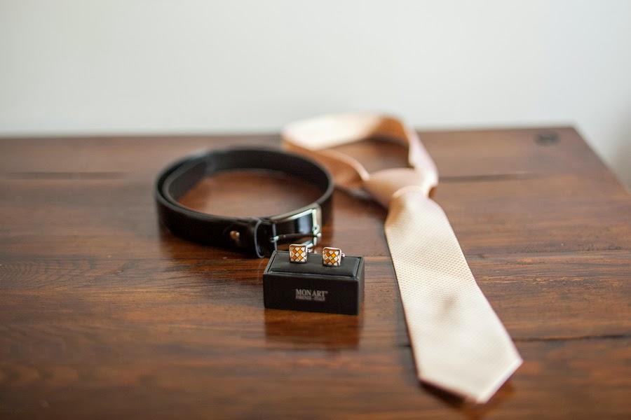Запонки, ремень и галстук