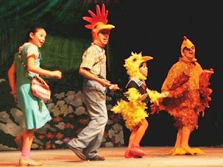 Niños actuando en el Teatro