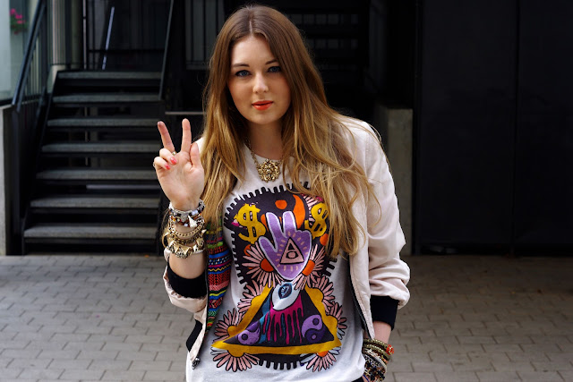 Karma, peace print, shirt, top, H&M, beste deutsche Modeblogger, german fashion blogger, hamburg, jewelry, fatima hand, peace finger shirt, lion necklace, bracelets, snake triangle, hipster, cross, bijou brigitte, CUBUS