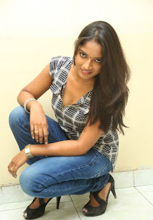 Keerthi new Telugu Actress Sizzlng Spicy Pics in Jeans and Deep Neck Top at TLLILKBL Press Meet