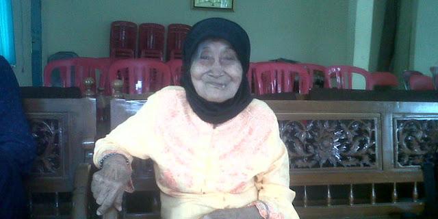 Kisah nenek Rusmina di medan perang, minum darah & bantai penjajah