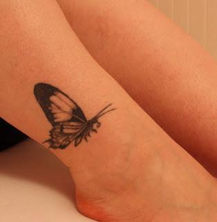 tattoo delicada de mulher