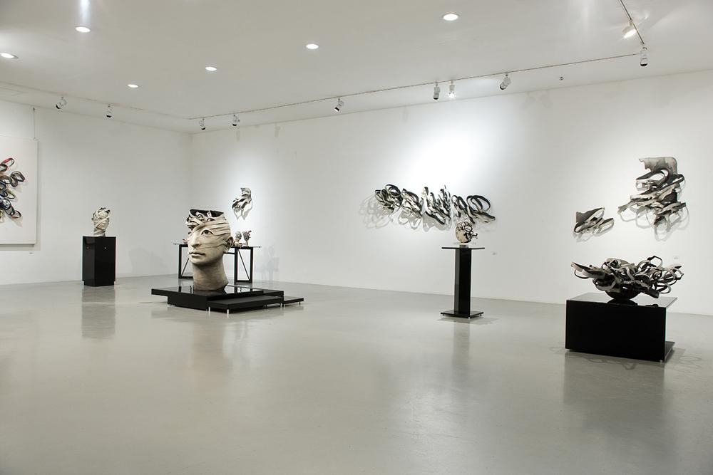 Haejin Lee esculturas cerâmica faixas desfazendo retalhos surreal bizarro
