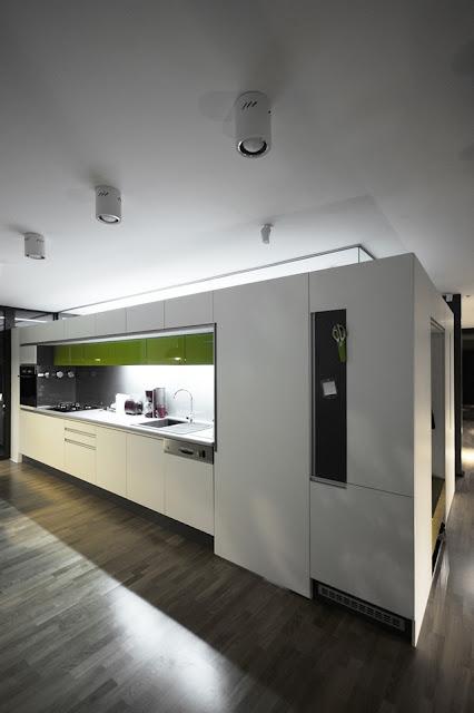 dapur rumah minimalis hitam putih