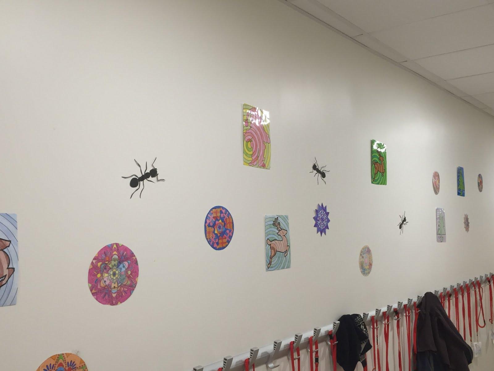 Les fourmis dans le couloir