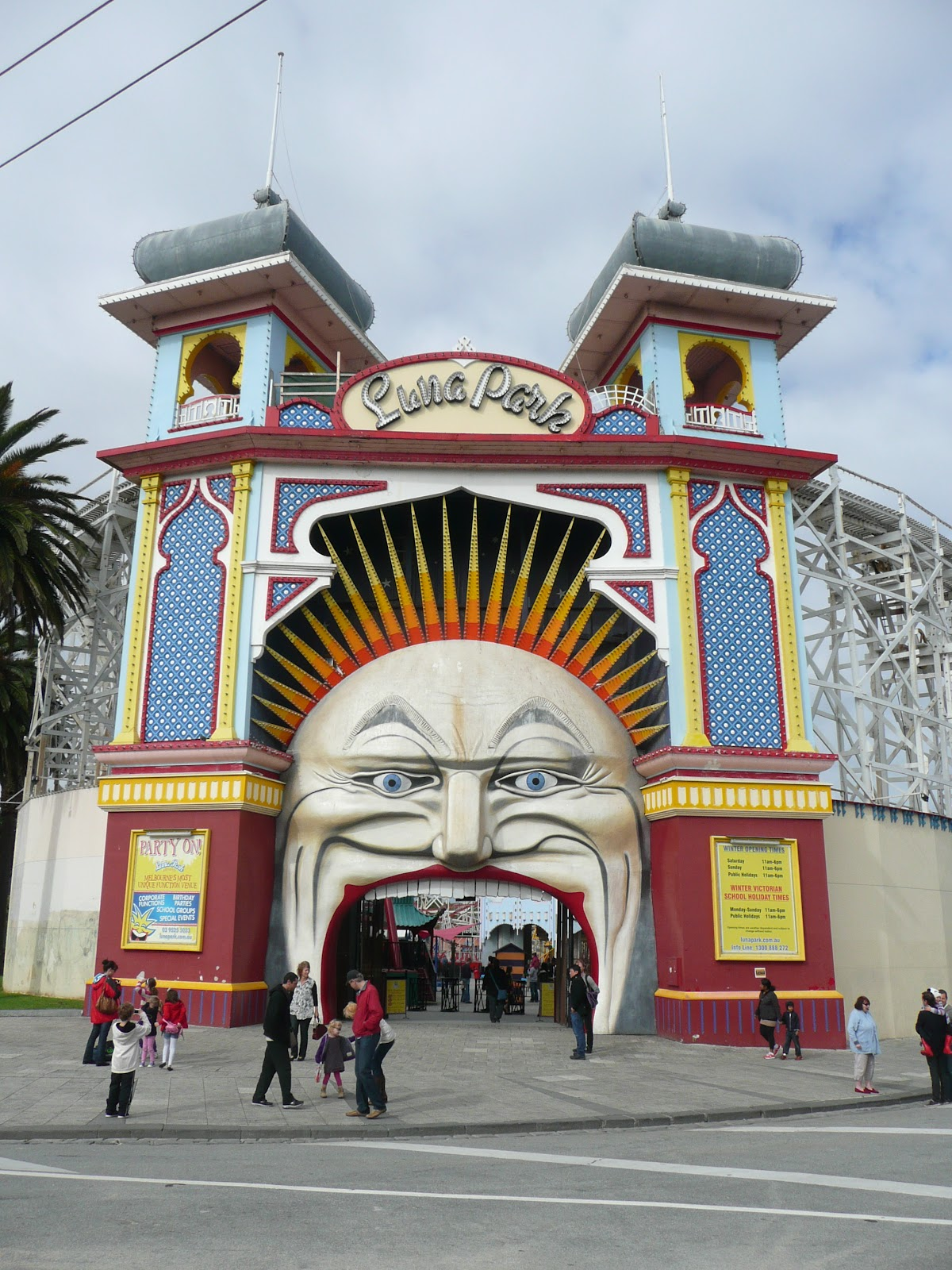 Not without my backpack australia melbourne for Puerta 7 luna park