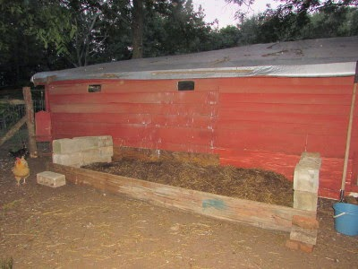 how to make a compost pile with chicken manure