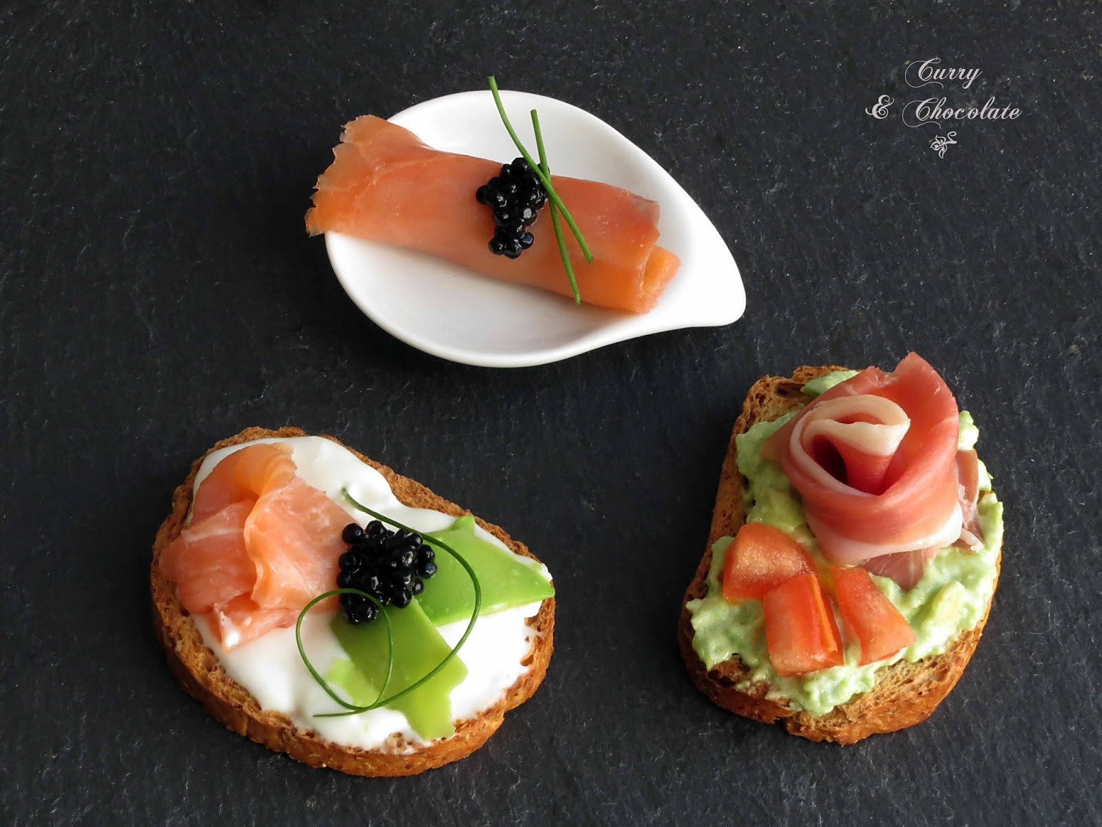 Canapés de salmón y aguacate – Avocado and smoked salmón appetizers