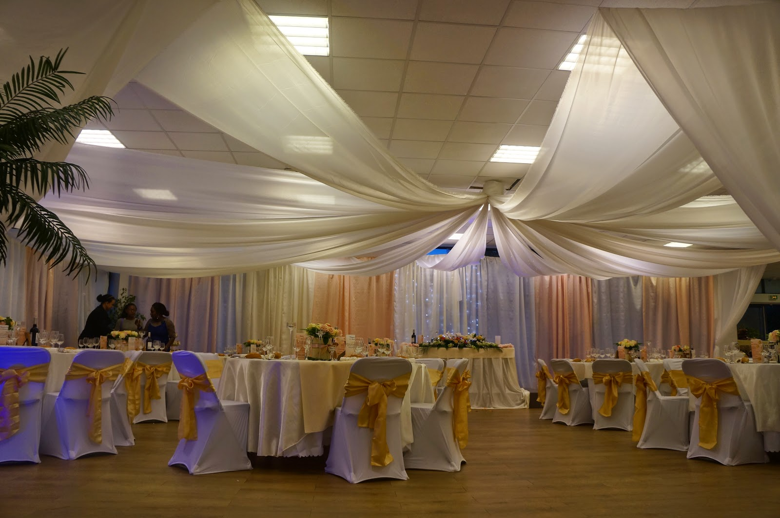 tentures mariage tentures salles mariages tentures plafond voilages et drap s pour mariages. Black Bedroom Furniture Sets. Home Design Ideas