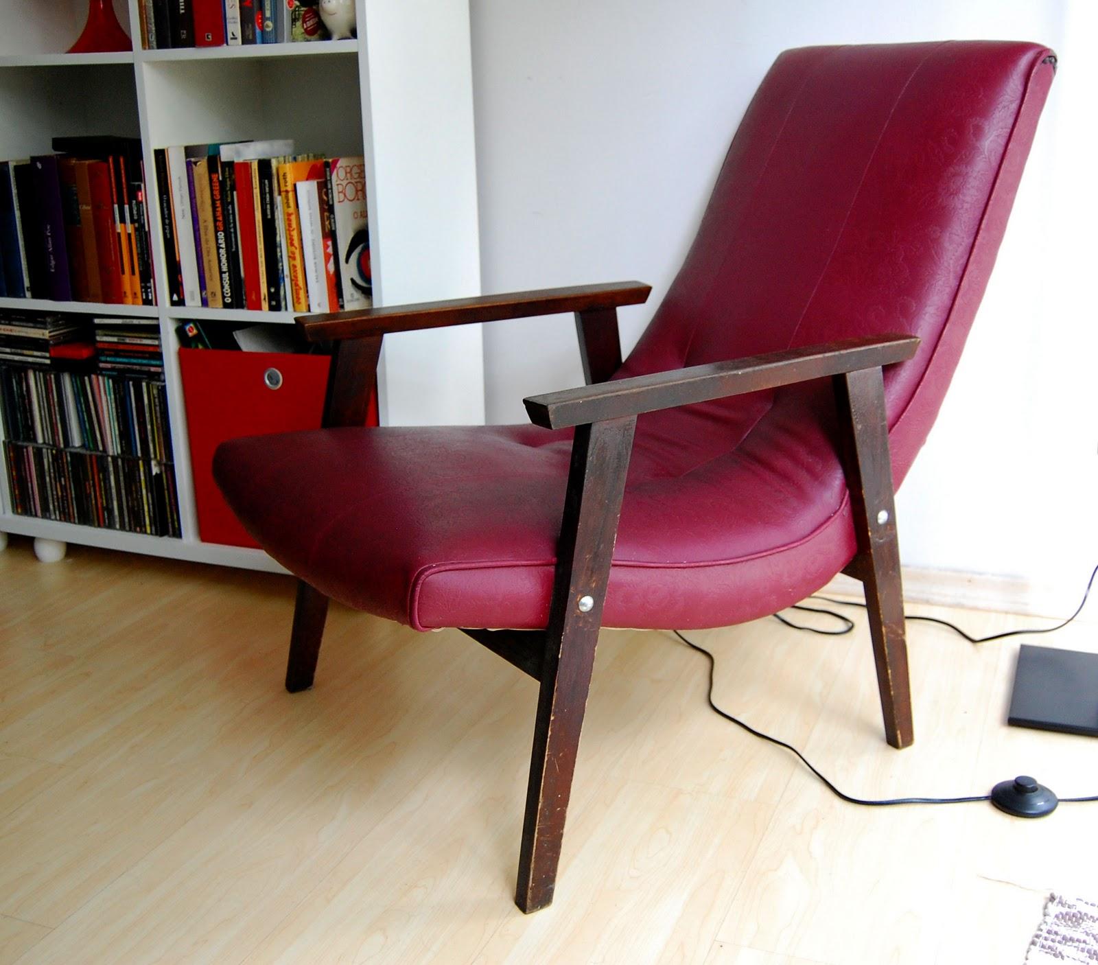 cadeira posição mega relax que um dia vai ficar amarela com  #6F222B 1600x1406