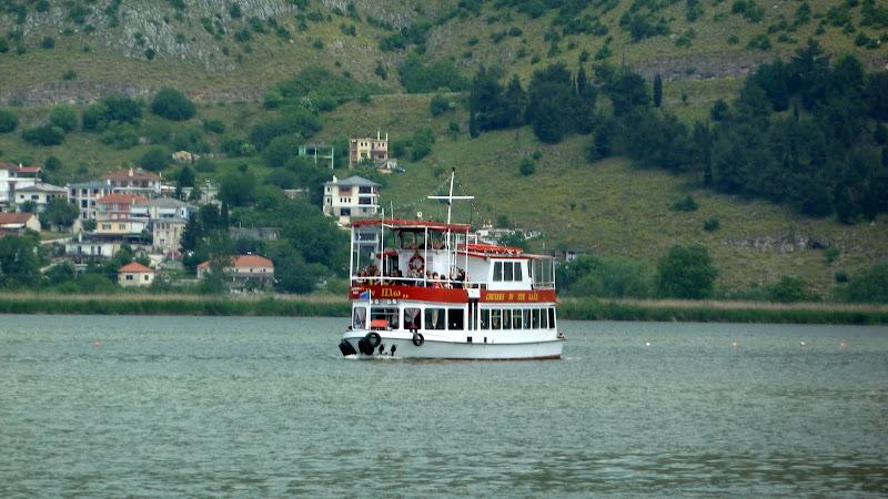 Ausflugsschiff zur Ioannina-Insel