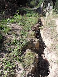 Vala cavada pela força da água junto à Mina dos Orfãos