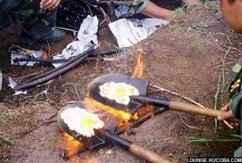 momen aneh, masak dengan skop