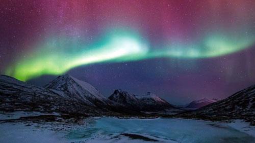 """""""北極の魂""""と名付けられ、ノルウェーの美しいオーロラを撮影したタイムラプス、まるで未来の発見だ。"""