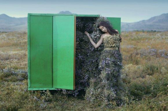 katerina plotnikova fotografia surreal mulheres natureza país das maravilhas Armário