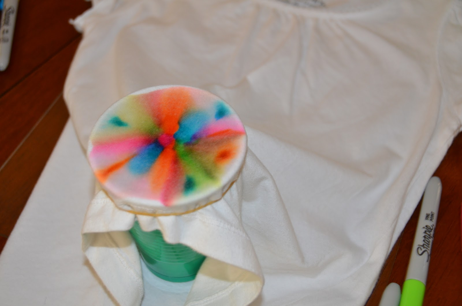 Homemade tie dye t shirts with sharpie markers thifty sue - Pintura para camisetas ...