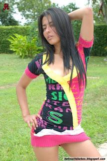 Indian Desi babe striping to xpose boobs indianudesi.com