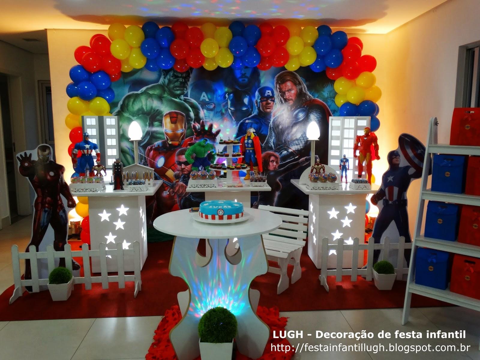 decoração provençal com o tema Vingadores para festa de aniversário infantil de meninos
