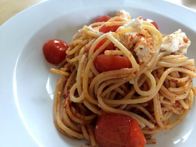 Spaghetti mit Cocktailtomaten und Schafskäse mit Maggi Fix & Frisch für Penne Bella Italia