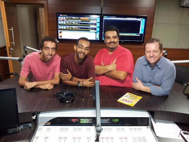 Locutores da rádio Mix FM de Goiânia ao vivo