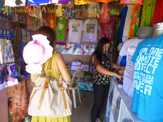 Buying souvenirs at Sabang Wharf, Puerto Princesa