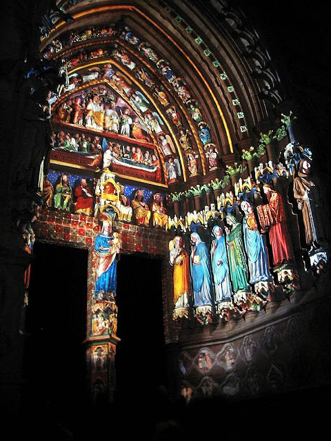 Amiens: pintura colorida medieval restaurada com canhões laser