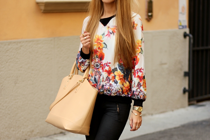 floral top, black waxed jeans, zara nude bag