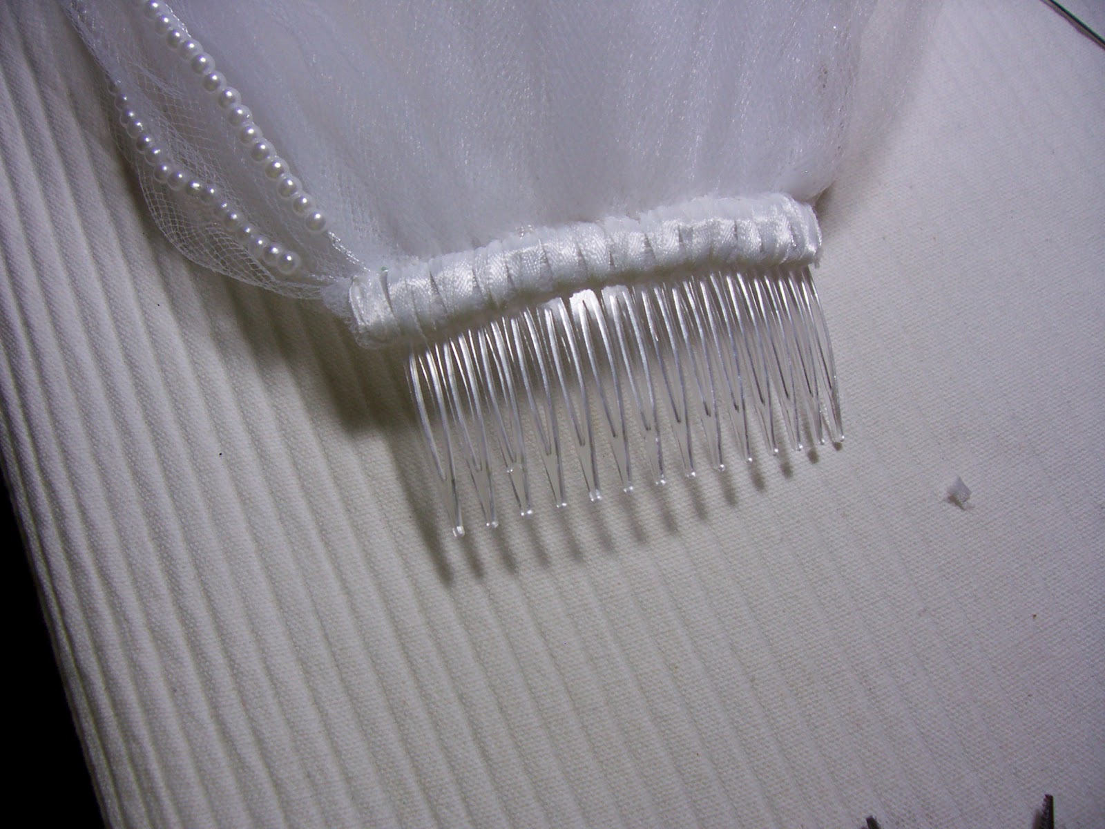 And Here S The Comb Completely Attached To Veil This Side Of Will Be Covered By