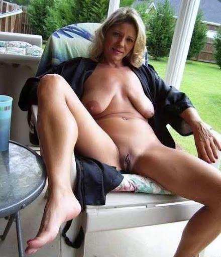 Nackt Bilder : Schlaffe Brüste wollen verwöhnt werden   nackter arsch.com