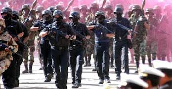 militares de uniforme. en vehículo del ejército. pillados contrabandeando mercadería.Viernes Santo